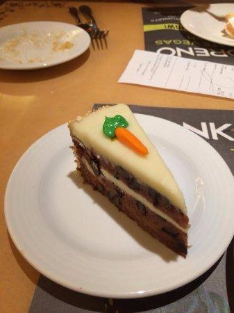 Golden Nugget Buffet : carrot cake