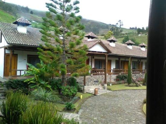 Hacienda Leito: Habitaciones. La primera de la izquierda es en la que nos alojamos: el humo saliendo de la chime