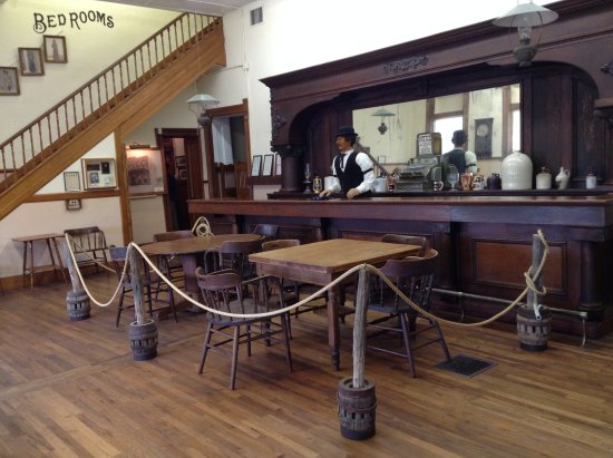 Pecos, TX: Listen to tales from the old barkeeper.