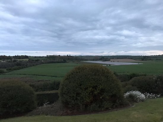 Ballinhassig, Irlanda: The gorgeous view from the front of the B&B.