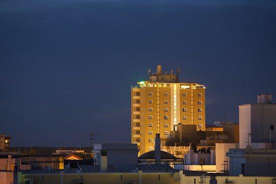 El Hotel Guadalquivir desde el barrio alto de Sanlúcar de Barrameda.