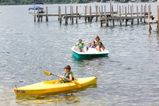 The Naswa Resort: Free kayaks and paddle boats for houseguests!