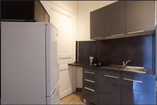 meuble cuisine studio grand studio meuble cuisine equipee. Black Bedroom Furniture Sets. Home Design Ideas