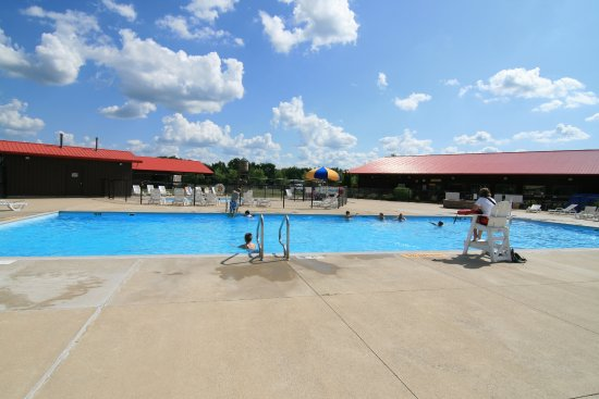 Monticello, IN: Campground Pool!