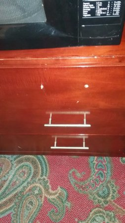 Americas Best Value Inn - Edmond / Oklahoma City North: Dresser drawer handle missing ( though it was inside the drawer)