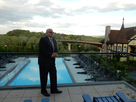 Bavarian Inn: Infinity Pool overlooking the Potomac