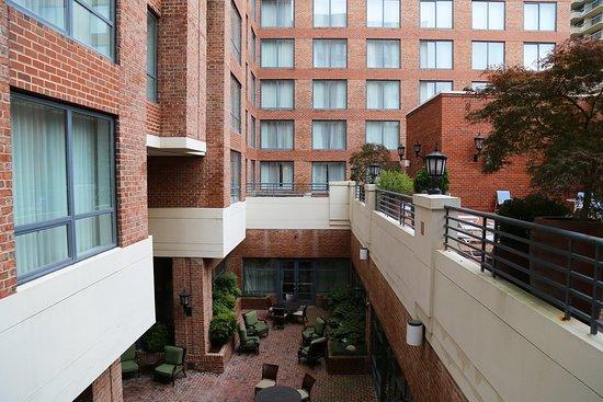 Sheraton Suites Old Town Alexandria: outdoor sundeck