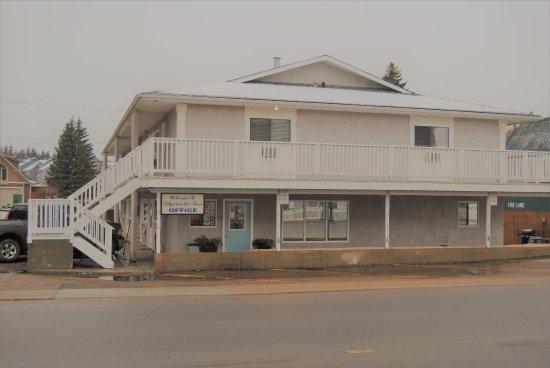 Edgewater Inn
