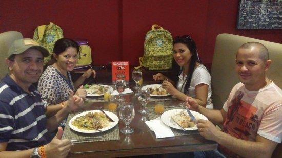 Arabian Park Hotel: A comida é otima e o atendimento também.