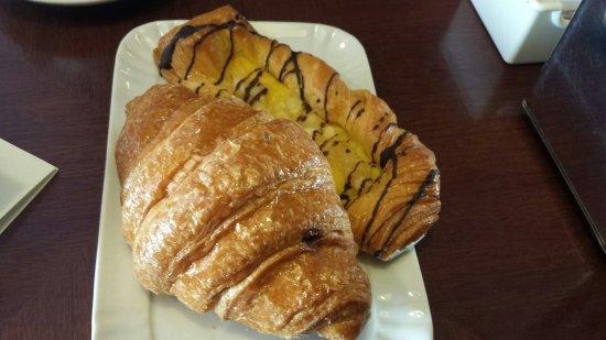 Tosca Cafe: brioches danese alle mele e al cioccolato
