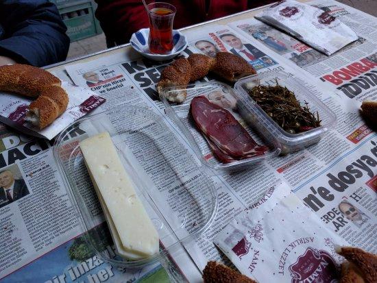 Culinary Backstreets -Tours: Breakfast time at Kurşunlu Han in Karaköy Perşembe Pazarı.
