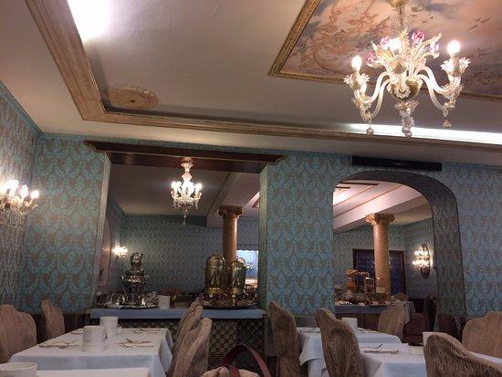 Hotel Giorgione: Restaurante do hotel. Decoração veneziana.