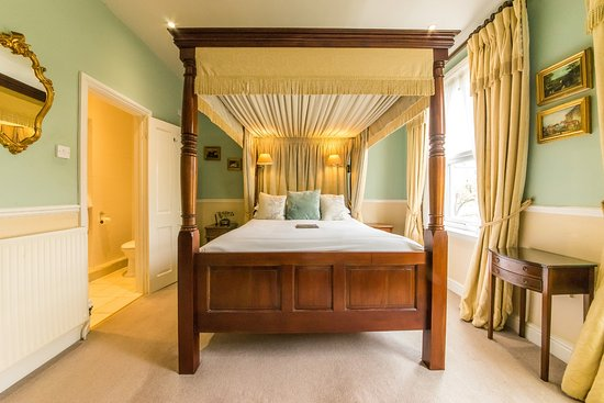 Oldfields House : Four Poster