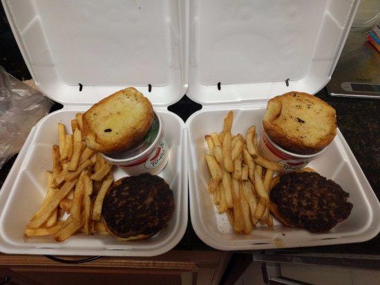 ยูลี, ฟลอริด้า: Cold fries and overdone cold burger.