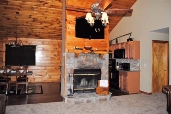 Great Branson Cabins: Elk Ridge Living Room View