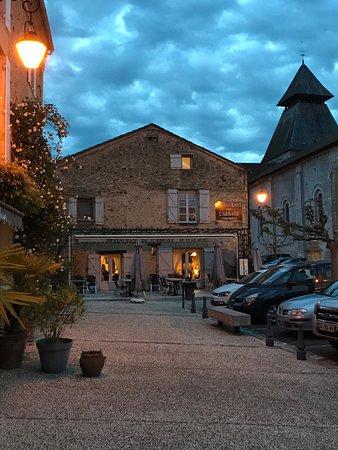 Cadouin, Frankrig: Heerlijke franse maaltijden, ook genoeg keuze voor kids. Heerlijk soepje vooraf, leuke sfeer en