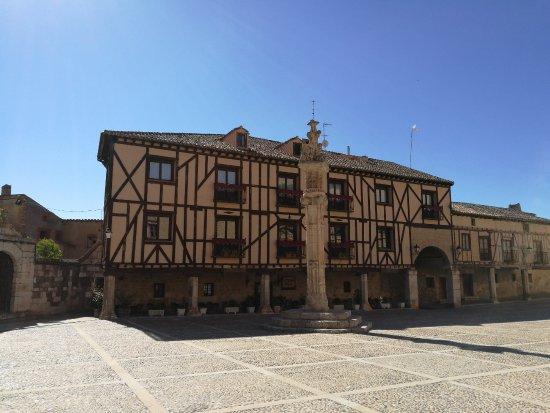Penaranda de Duero, Spanyol: Casas en la Plaza.