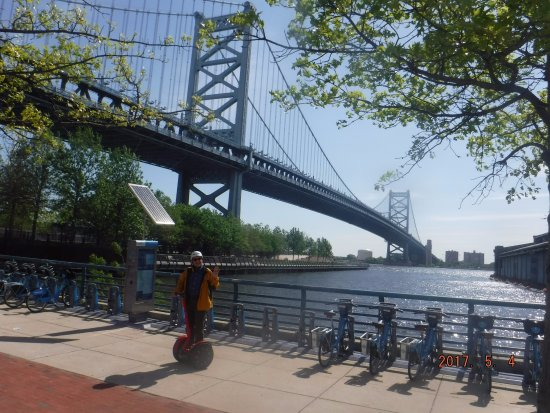 Philly Tour Hub: The iconic bridge...on a wonderful day!