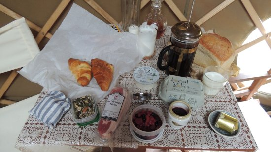 Longhope, UK: Local wares in our breakfast hamper and delicious coffee