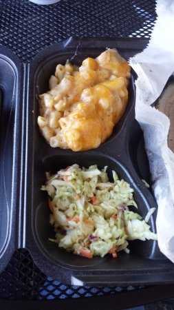 Belle Chasse, LA: mac and cheese and cole slaw