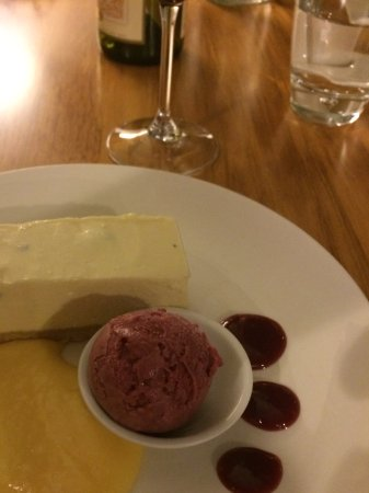 Te Awamutu, Nueva Zelanda: Cheesecake with Sorbet
