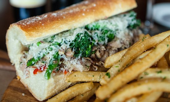 Хантингтон, Нью-Йорк: Porchetta Sandwich with Broccoli Rabe and House Pickled Peppers