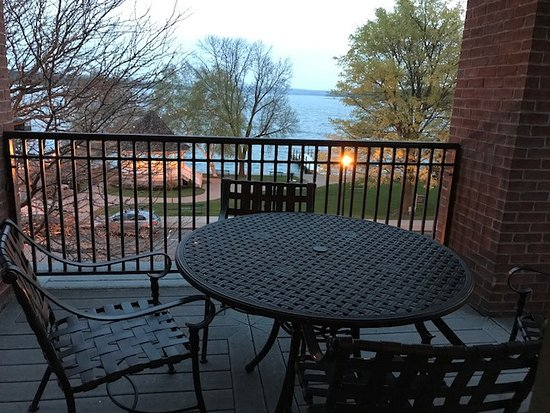 Skaneateles, NY: Balcony and view from Room 308