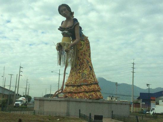 Manta, Ecuador: Panama hat lady