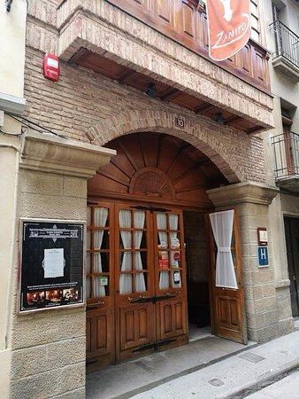 Entrada al restaurante picture of casa zanito olite tripadvisor - Casa zanito olite ...