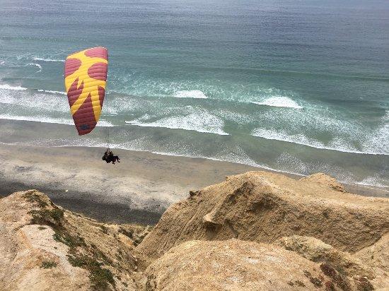 Foto de Torrey Pines Gliderport, La Jolla: Paragliding at