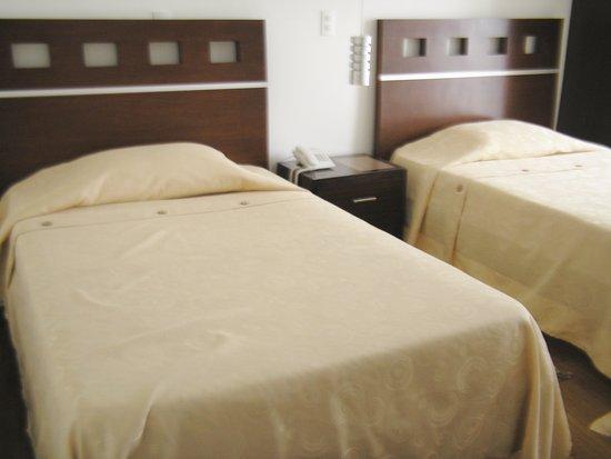 Hotel Buenavista: habitacion de dos camas para dos personas baño privado tv por cable agua caliente