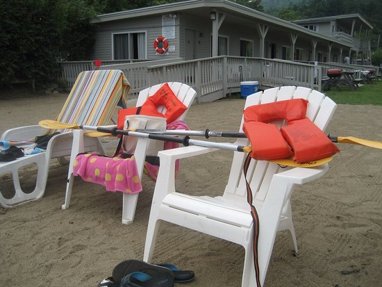 Diamond Point, NY: Plenty of beach Lounge Chairs & Seating.