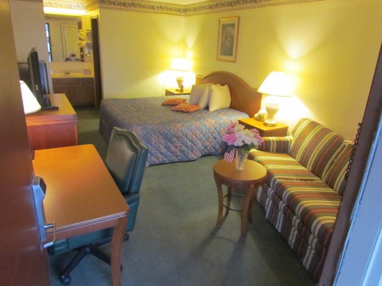 Frankfort, IN: King Suite