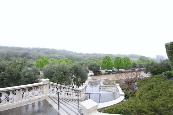 Geyserville, كاليفورنيا: Villa steps on a rainy day