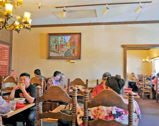 มิลพีทัส, แคลิฟอร์เนีย: Two dining rooms