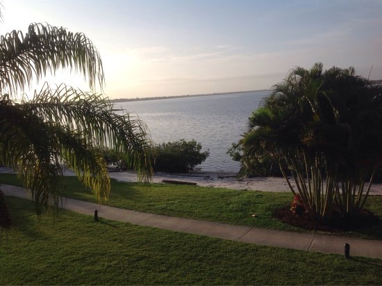 Port Saint Lucie, FL: Room and views from my room in Building G at the Sandpiper Bay Club med!