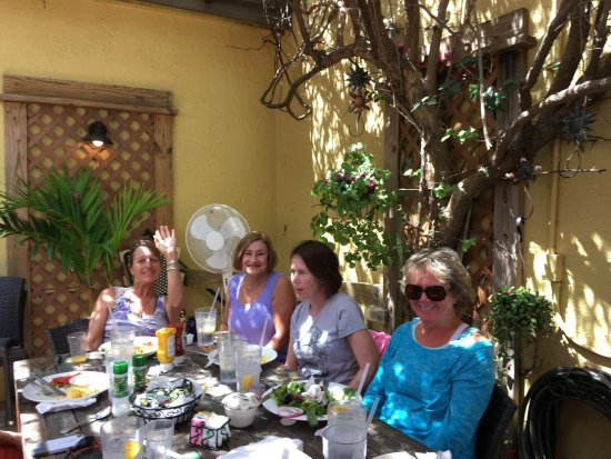 Sun Garden Cafe: All in joying well prepared tasty meals.