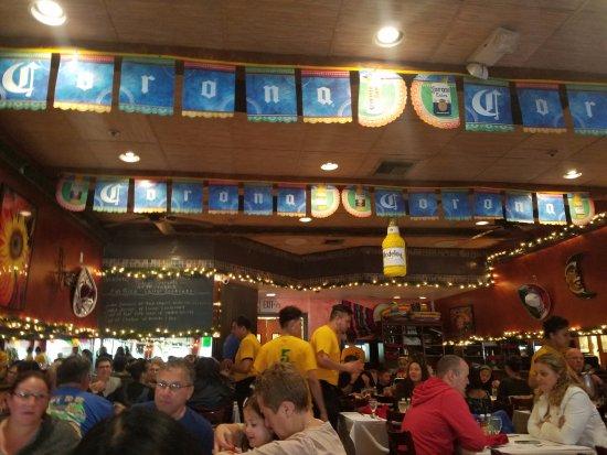 5 De Mayo Mexican Restaurant: Great atmosphere especially on May 5th- CINCO DE MAYO!