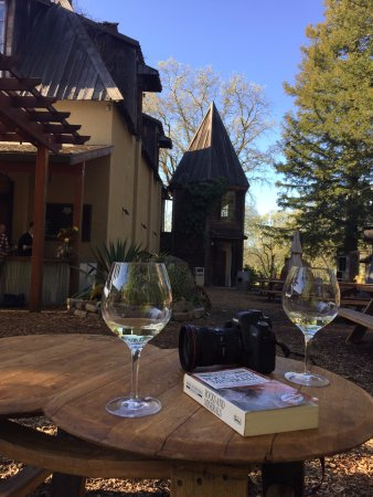 Forestville, Californien: The turret at the vineyard