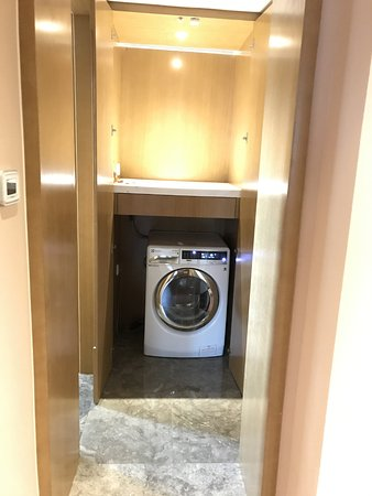 Lee Garden Service Apartment Beijing: washer and dryer
