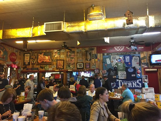 Martin 39 s bar b que joint nolensville for Dining in nolensville tn
