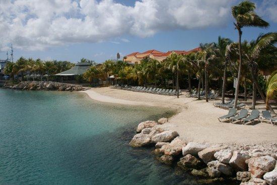 The Royal Sea Aquarium Resort: Privestrand van het hotel