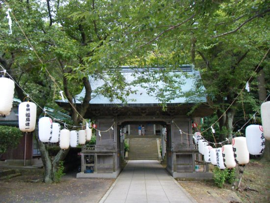 Nishinoshima-cho, Japon : Lanterns decorate the entrance to the shrine
