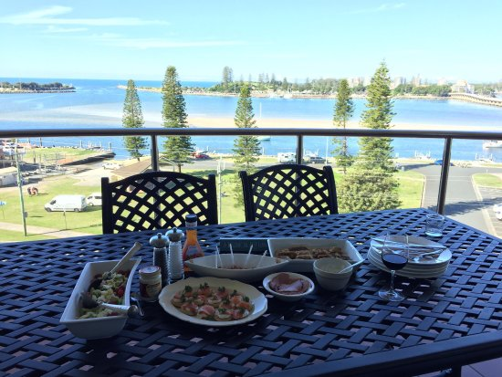 What an incredible stay in 602! Fresh seafood, amazing panoramic views & a very comfortable unit