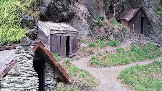 Arrowtown, New Zealand: Rock shelters