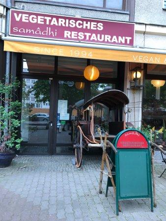 Samadhi Vegan Vegetarian Restaurant: ingresso