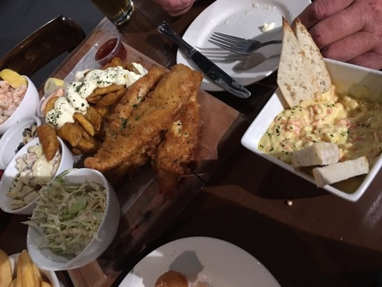 Jimmy Jack's Rib Shack: Prawn cocktail mussells salads fish wednes and crab dip.