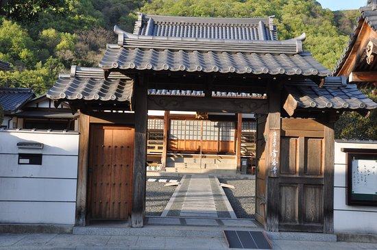 Ibara, Japón: 寺自体は、ごく平凡です