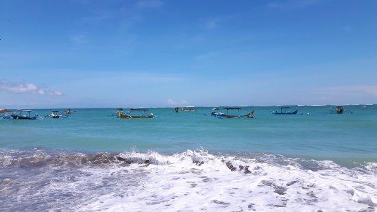 Risata Bali Resort & Spa: Vijf minuten lopen vanaf het hotel.