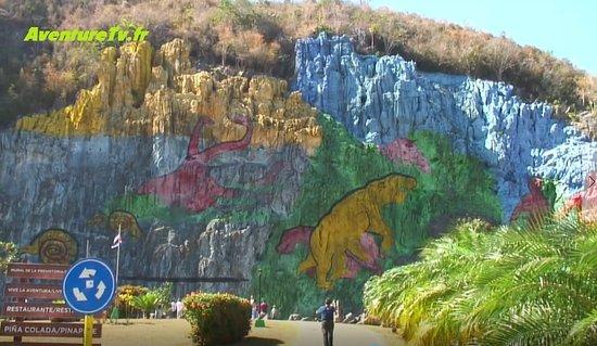 Mur de la pr histoire ou de la honte picture of mural de for Mural de la prehistoria